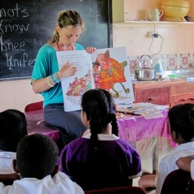 A Teaching volunteer reads to children in Fiji